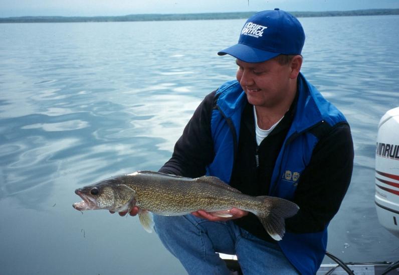 Peak walleye season fishing article by the fishin 39 hole for Peak fishing times