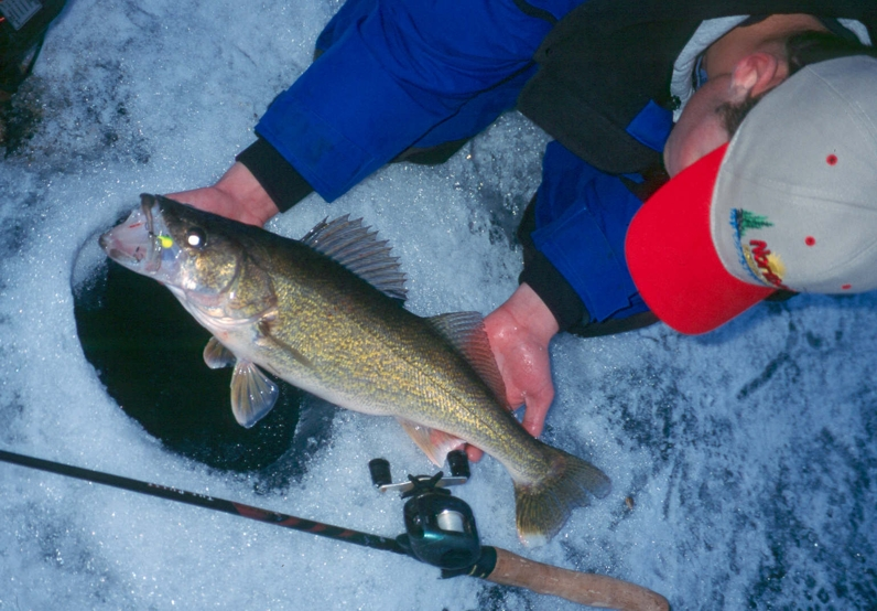 Good fishing at last ice fishing article by the fishin 39 hole for Ice fishing for walleye